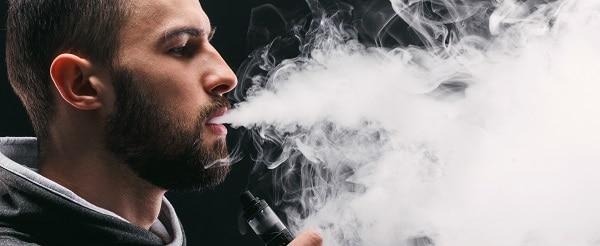 vapoteur expirant fumée Mini